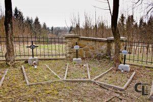 Widok na południowo-zachodni kąt cmentarza i groby Piotra Stygara i Valentina Schobera